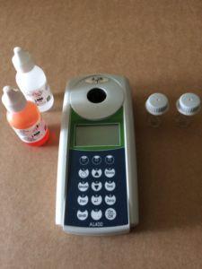 Analysegerät mit Reagenzien für die Wasseranalytik